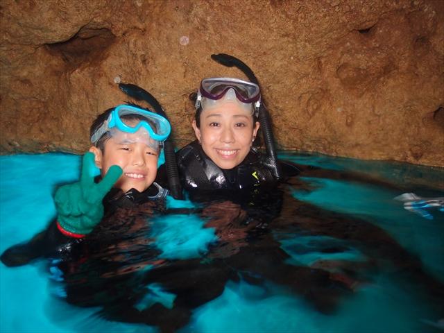 親子で青の洞窟