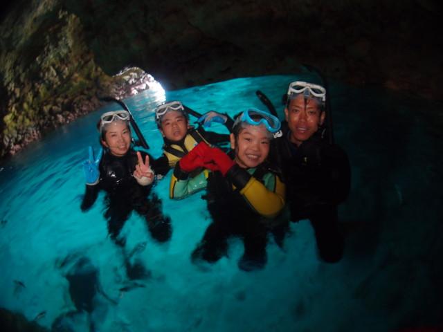 曇りでも綺麗 沖縄青の洞窟シュノーケル 2020年4月4日のお客様